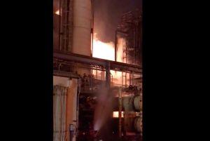 Contienen incendio después de explosión en refinería de Carson