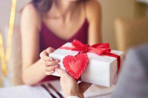 San Valentín 2020: Los mejores sets de regalo que incluyen cremas y perfumes por menos de $40
