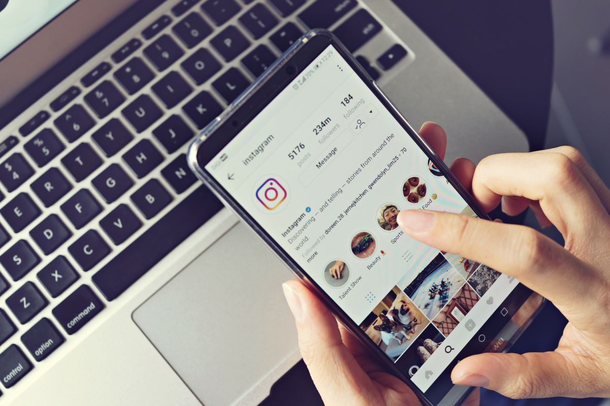 Su novia dejó abierto su Instagram y así se enteró que le era infiel ¡con su primo!