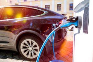 Ocasio-Cortez propone red de estaciones de recarga de vehículos eléctricos a nivel nacional