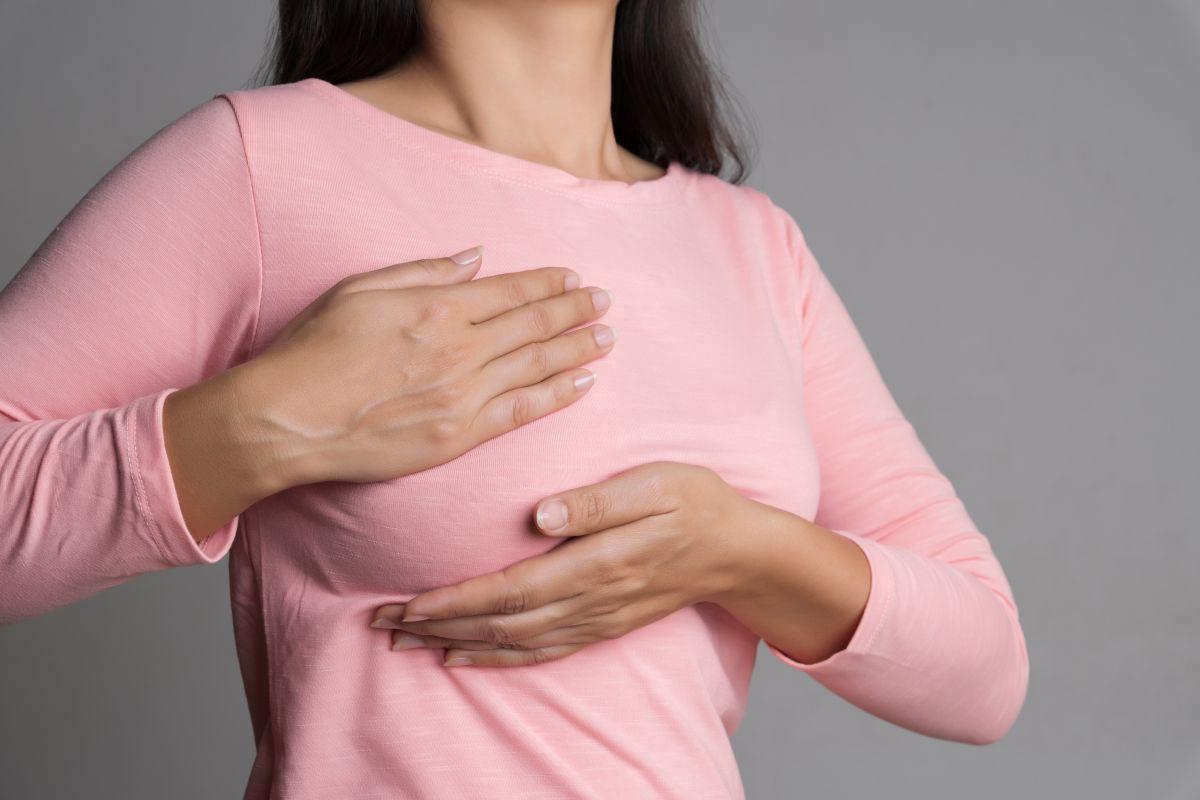 ¿Cuáles son las principales causas del dolor en los pechos de las mujeres?