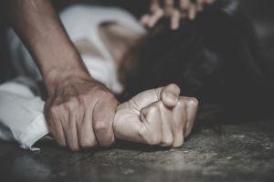 Violan a mujer en Argentina y arrojan a su hijo de 4 años por un acantilado