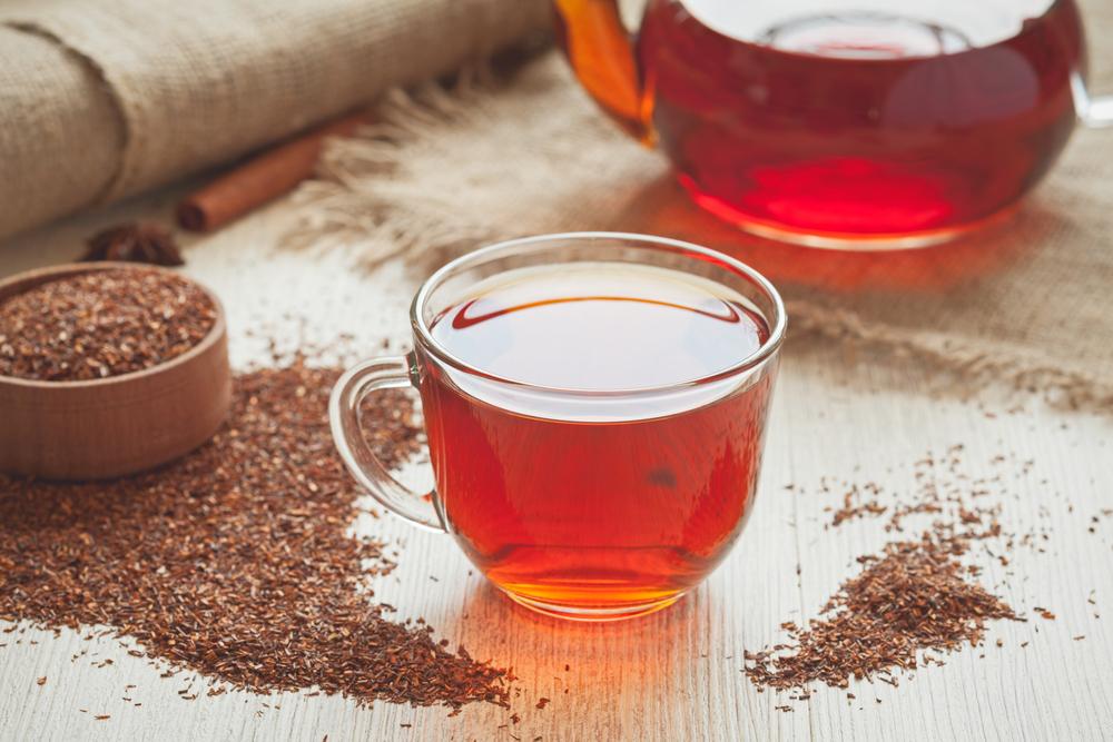 Combate la retención de líquidos y acelera tu metabolismo con estos tés rojos