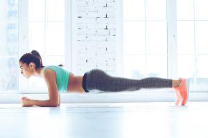 Aprende cómo realizar la plancha frontal para fortalecer los músculos abdominales