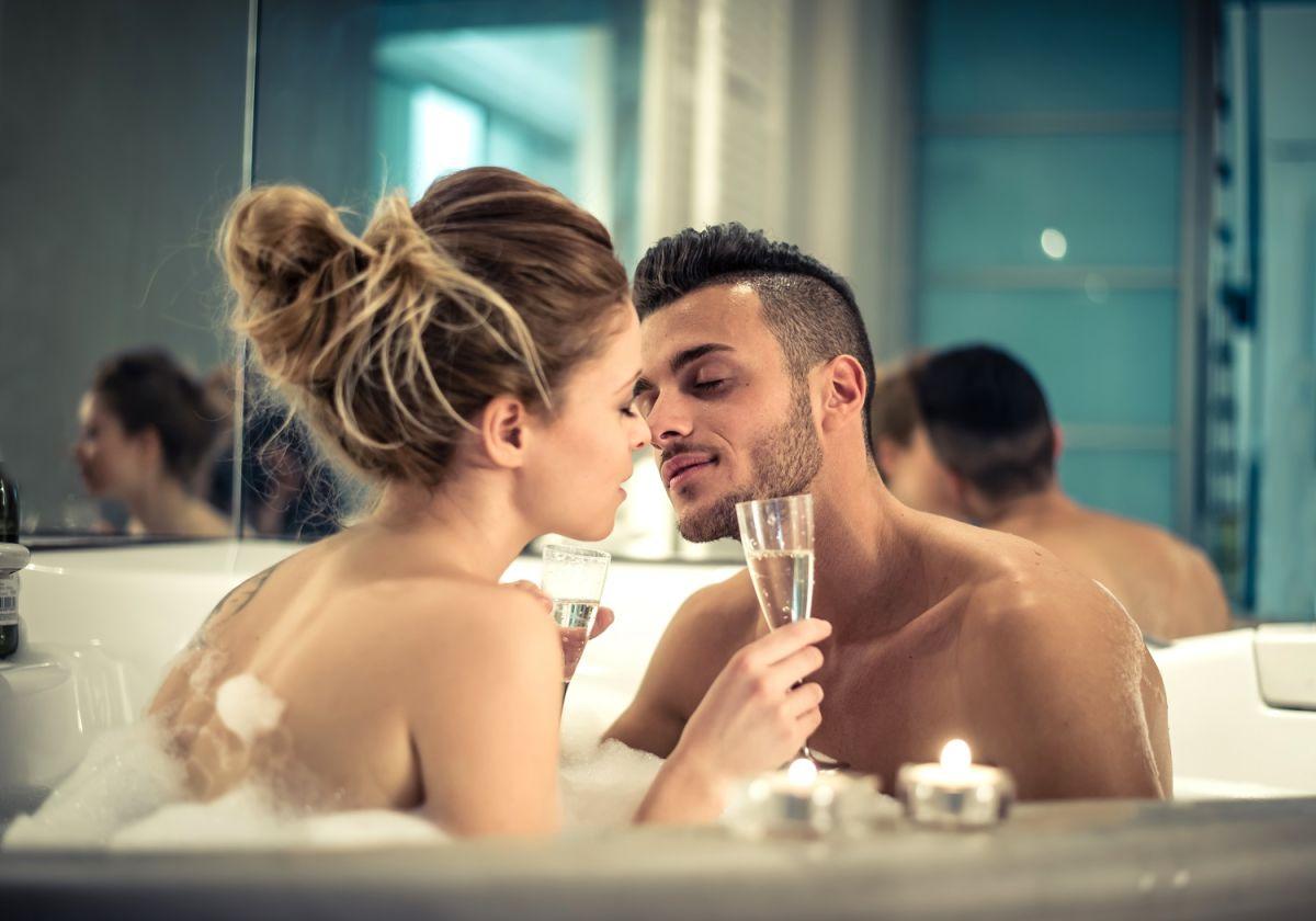 Una noche romántica en un hotel para celebrar San Valentín.