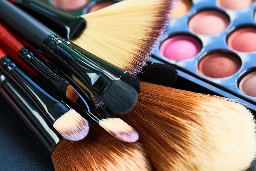 3 limpiadores de brochas de maquillaje para evitar problemas de la piel