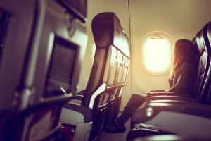 Abandonó a su hija en pleno vuelo para tener sexo oral con otro pasajero
