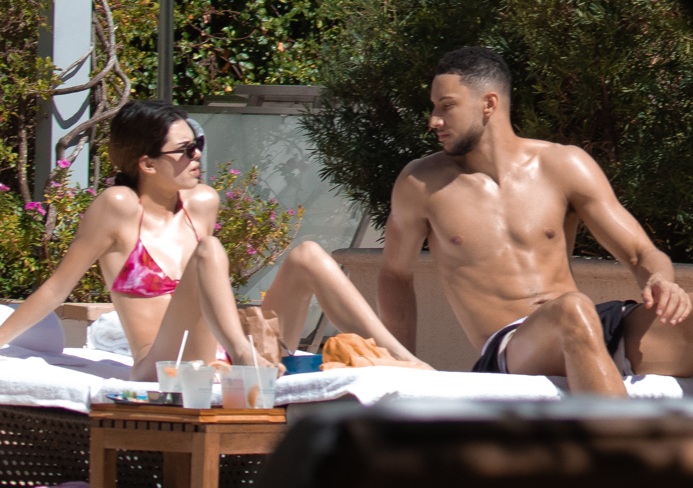 Kendall Jenner junto a Ben Simmons/The Grosby Group