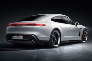 Este Porsche Taycan es totalmente eléctrico y es el más barato de la marca