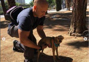 Veterinario de Los Ángeles atiende gratuitamente a mascotas de personas sin hogar y se vuelve viral