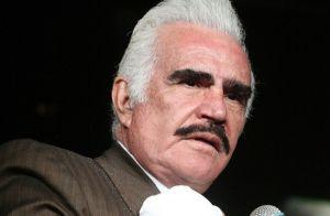 Vicente Fernández pide perdón entre lágrimas por tocarle el pecho a una admiradora