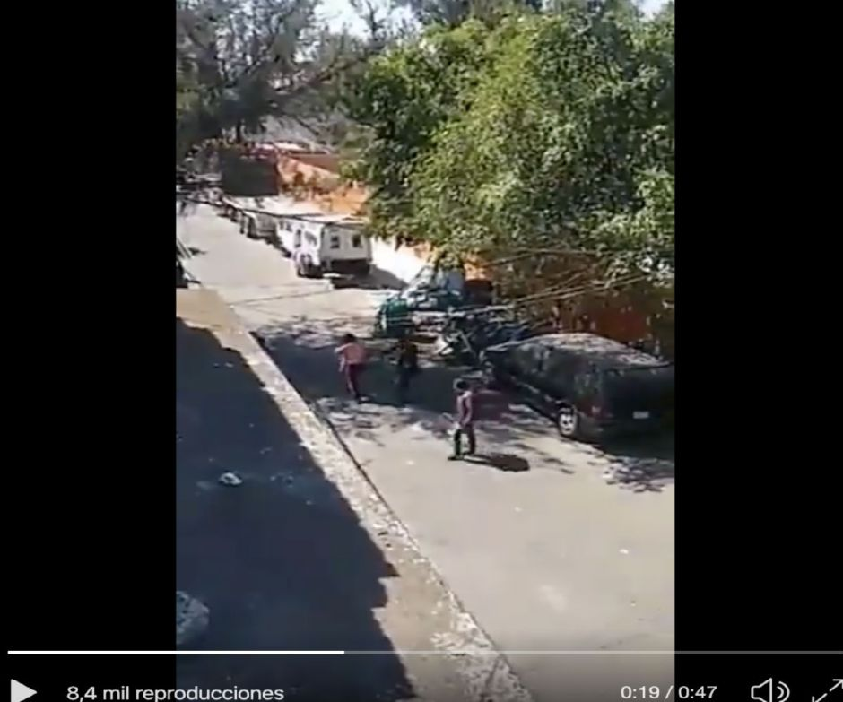 VIDEO: Así echan bala en plena calle y le disparan a señora bandas de narcos