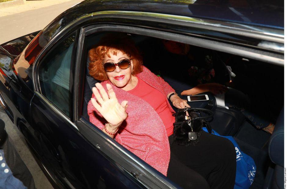 Tras permanecer una semana hospitalizada, Silvia Pinal regresa a su casa