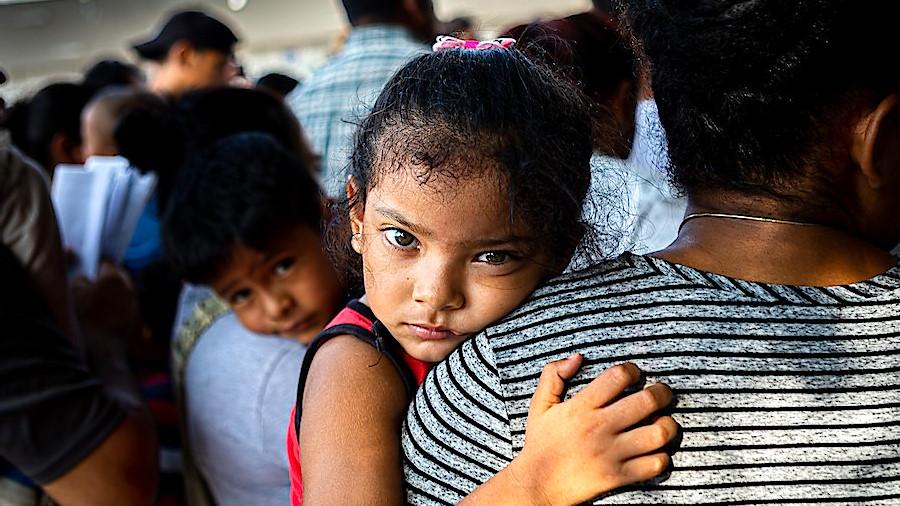 Cientos de niños fueron separados de sus padres en la frontera.