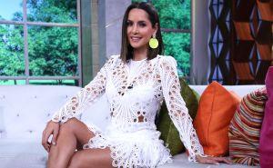 Carmen Villalobos menea sus caderas usando desgarrados shorts blancos