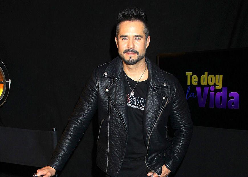 Con romántica fotografía, José Ron confirma que la actriz Jessica Díaz es su novia