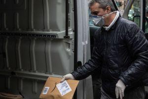 Grandes tiendas online frenan a quienes buscan enriquecerse de la pandemia del coronavirus