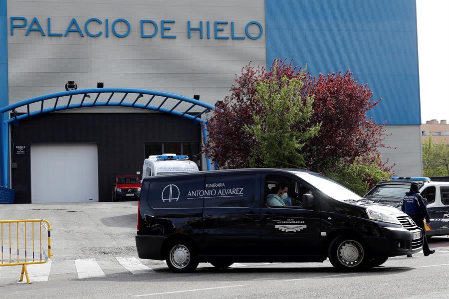 Convierten en morgue el Palacio del Hielo en Madrid tras colapso de funeraris por coronavirus