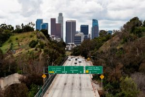 Área de Los Ángeles se sacude con un violento aunque corto terremoto de medianoche