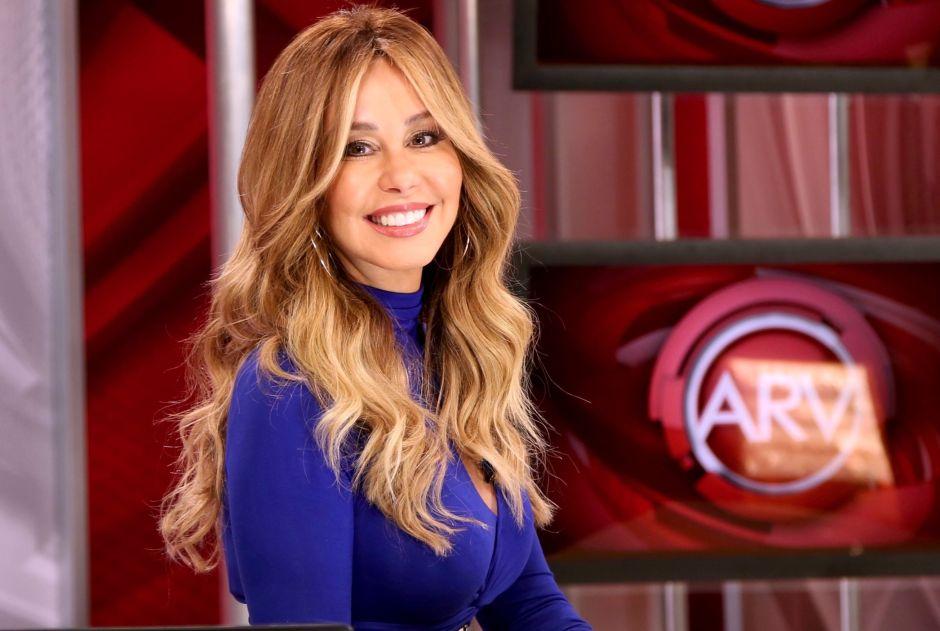 Myrka Dellanos deja toda su belleza expuesta en Al Rojo Vivo con un coqueto jumpsuit