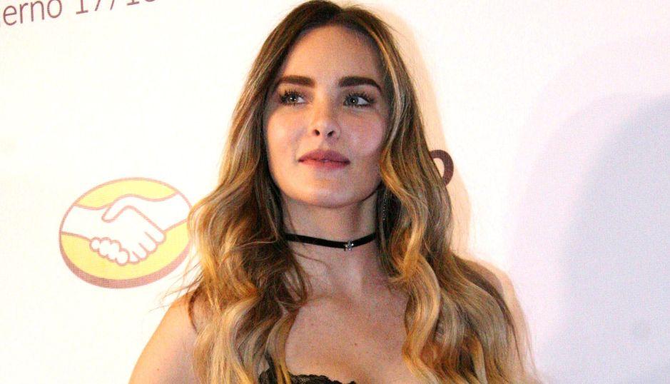 Dicen que Lupillo Rivera babea por Belinda con su vestido metálico y transparente