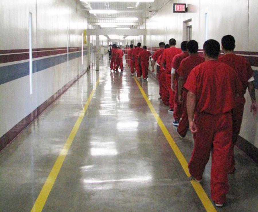 Cárceles de LA reducen el número de presos por el COVID-19