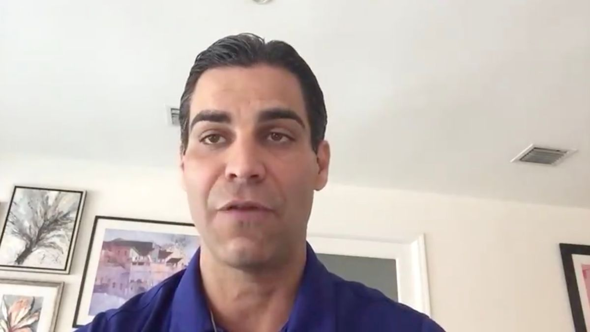 El alcalde de Miami se aísla en un barco en alta mar tras dar positivo de coronavirus