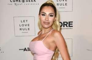 Alexa Dellanos provoca pasiones al presumir su mini cintura en ajustados pantalones de piel