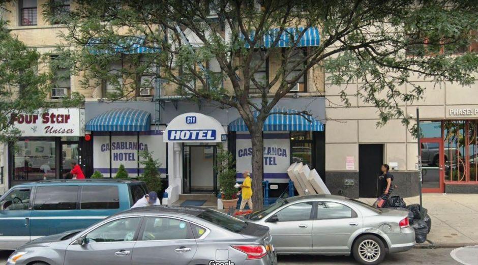 Mujer muere apuñalada en lobby de hotel de Nueva York, aún en cuarentena