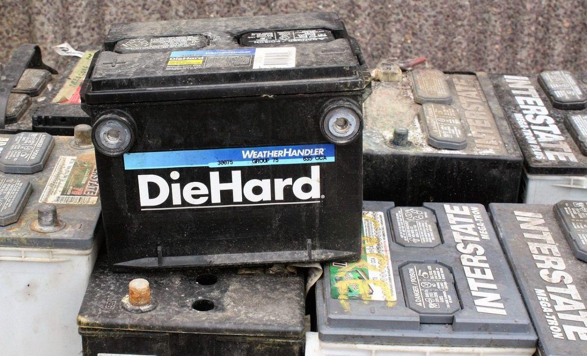 La batería son de las partes que siempre olvidamos y no le damos mantenimiento