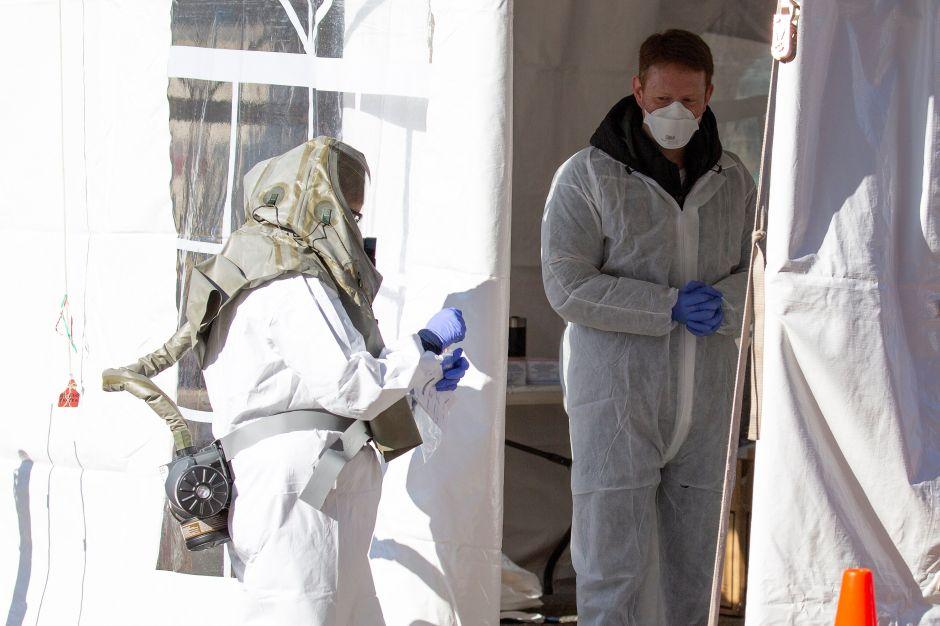 """Médicos y enfermeras ante emergencia de coronavirus: """"Nos preguntamos cuál de nosotros morirá"""""""