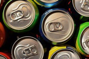 ¿Por qué sabe mejor la cerveza de lata que la de botella?