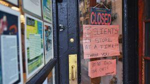 """Inmigrantes están más preocupados en poder pagar """"los biles"""" que en contraer el coronavirus"""