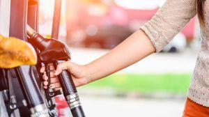 Usa todos sus ahorros para comprar combustible para enfermeros