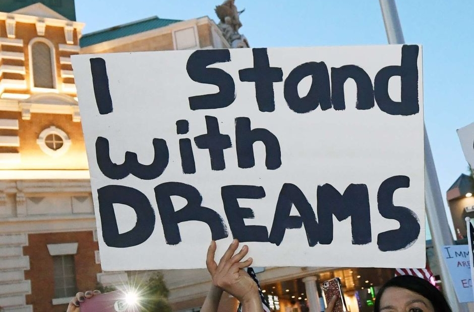 Senadores analizan proteger a 'dreamers' si la Suprema Corte elimina DACA