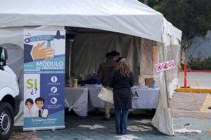Médicos de Tijuana hacen pruebas de coronavirus a quienes cruzan de California