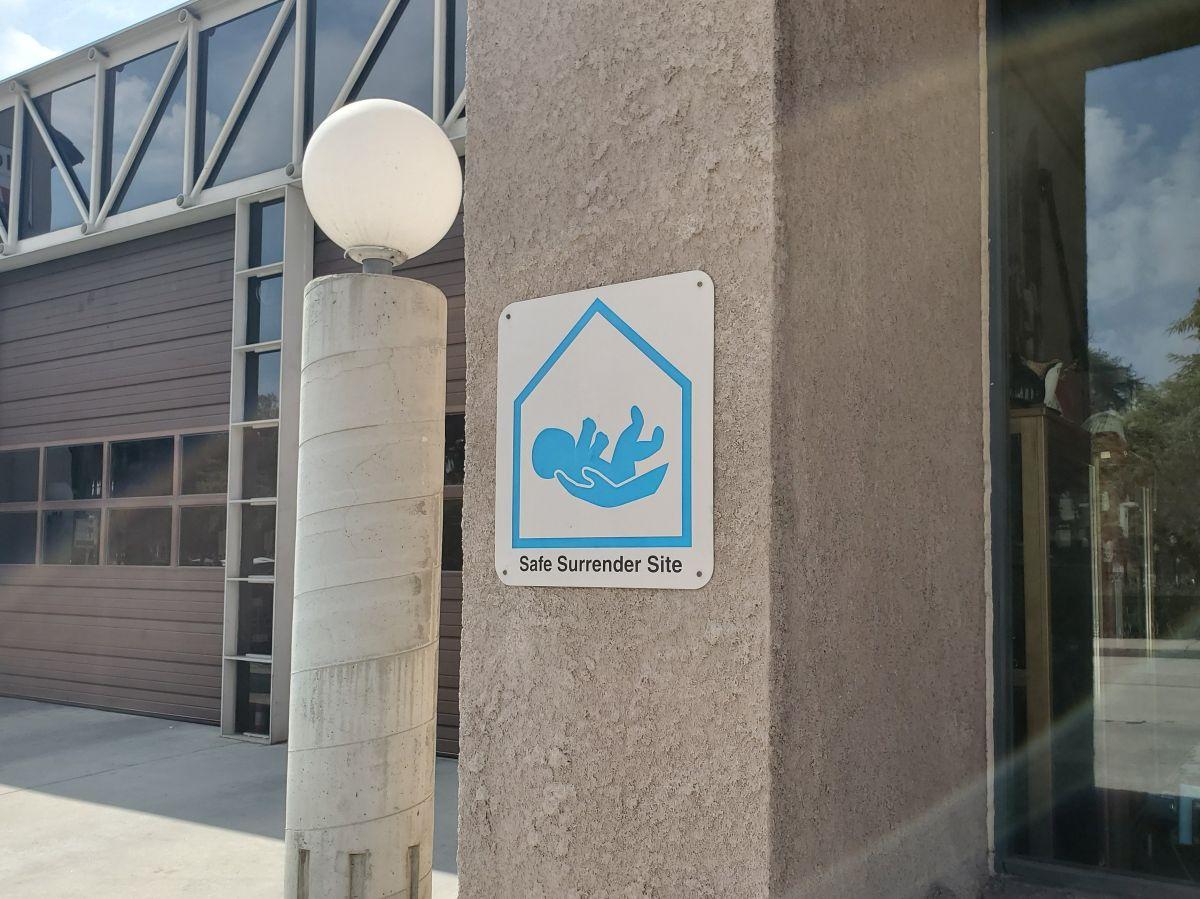 El gobierno de Pasadena recordó que un bebé no deseado se puede entregar en estaciones de bomberos.
