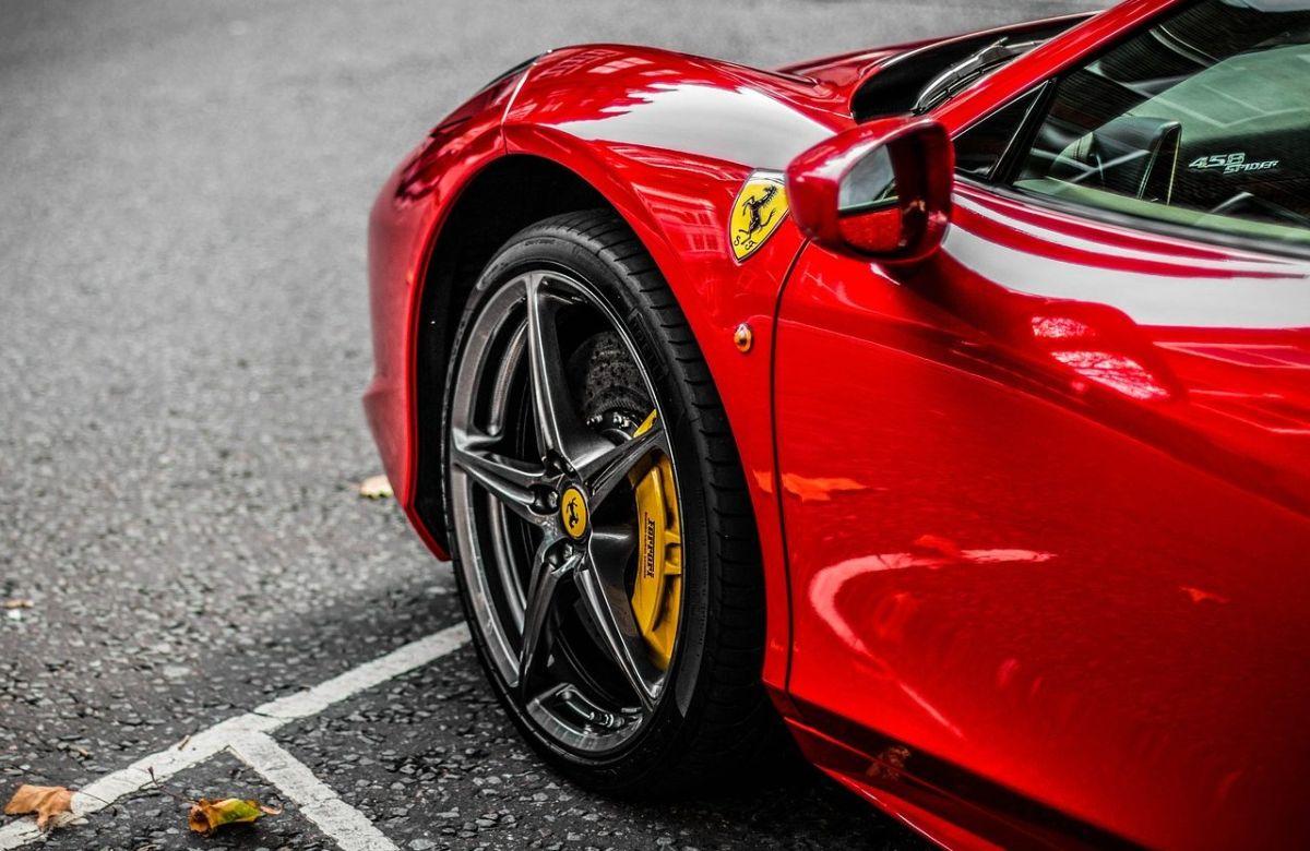 Ferrari robado es encontrado después de 26 años en el fondo de un río