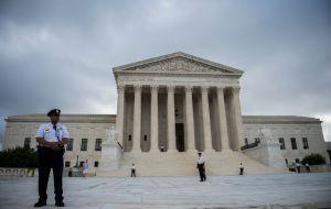 Corte Suprema decidirá sobre Obamacare, pero por ahora se mantiene