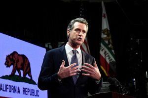 Gobernador Gavin Newsom suspende los desalojos en California