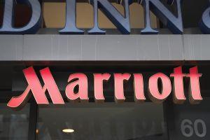 Marriott, la mayor empresa hotelera del mundo, comienza con el despido de trabajadores