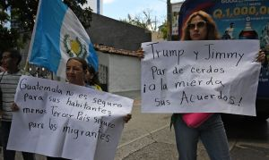 """Oficiales de asilo califican de ilegal el acuerdo de """"tercer país seguro"""" entre EEUU y Guatemala"""