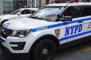 Agente de narcóticos enfurece por rechazo de mujer en bar y lanza balazos en Brooklyn
