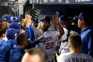 Clayton Kershaw lanza su mejor juego de playoffs y los Dodgers eliminan a Brewers