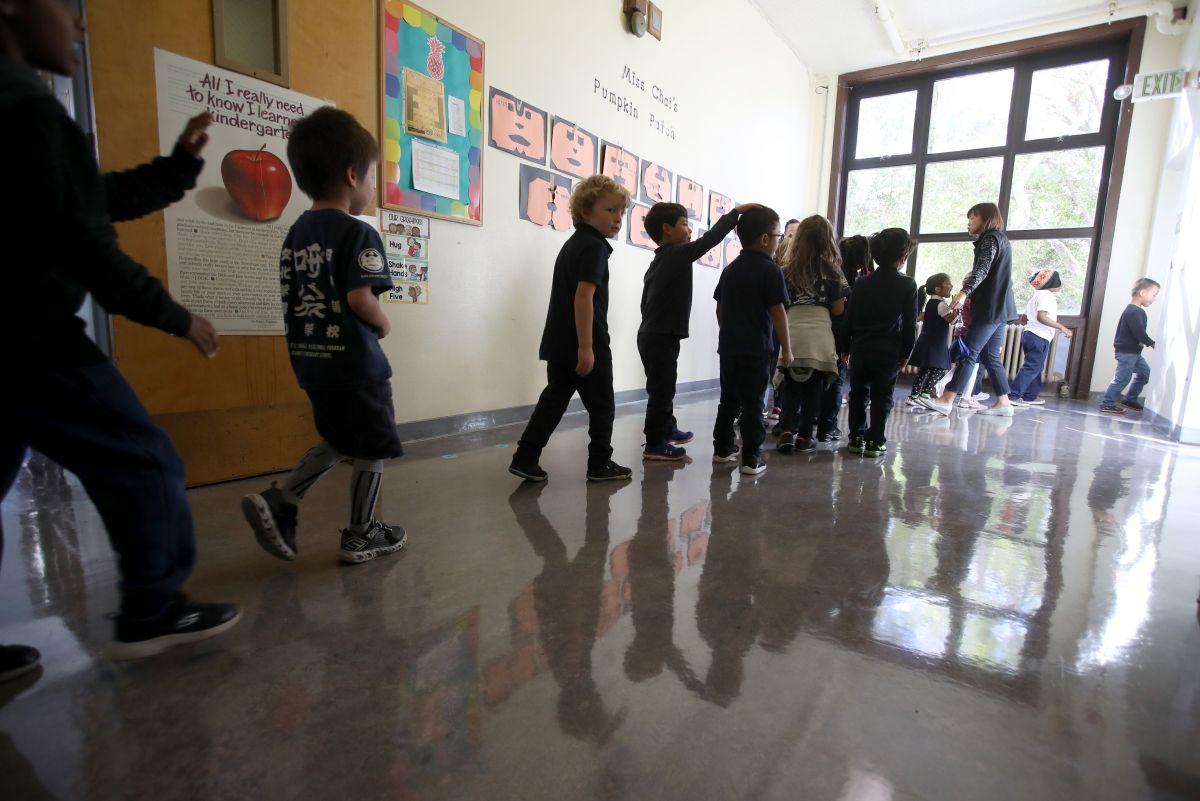 En Dallas ya analizan modificar el calendario escolar; clases extendidas de verano son una opción