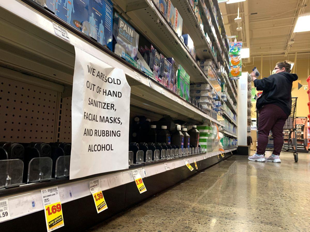 Para evitar el desabastecimiento, las tiendas han impuesto reglas.