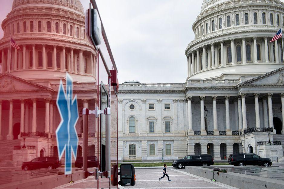 Estados Unidos ordena nuevos cierres parciales ante el avance del coronavirus