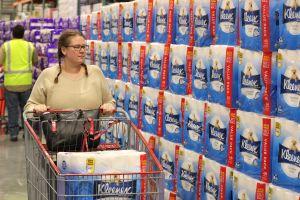 Una madre compró papel higiénico masivamente y ahora intenta hacer negocio
