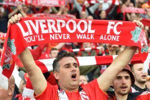 """""""You'll never walk alone"""" sonó simultáneamente en gran parte de Europa como símbolo de esperanza y solidaridad"""