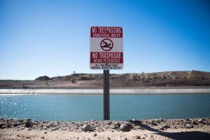 En video: Rescatan a una mujer indocumentada que se ahogaba en un canal al cruzar la frontera